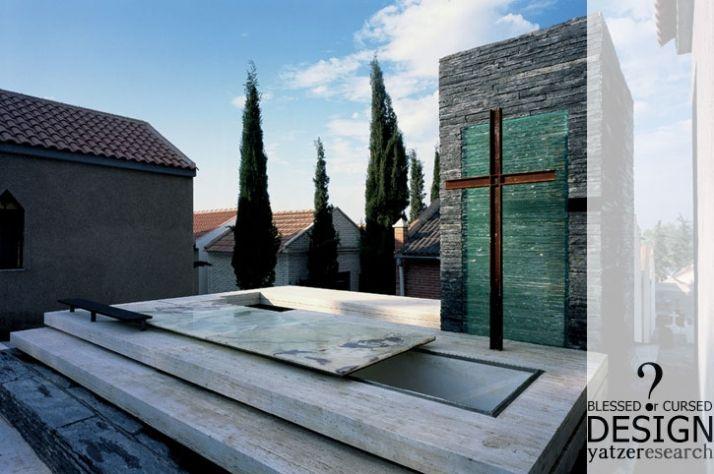 Manuel Clavel Rojo's moving mausoleum