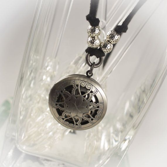 Ultimate Essential Oils locket with diffuser insert - Limited time FREE Refill gift included 219905DAS