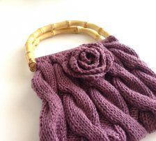 Lovely knitted handbag with rose detail from www.ietsienice.co.za