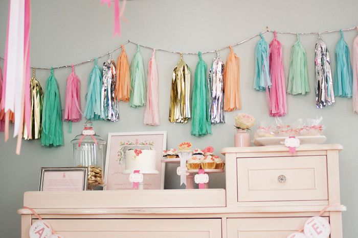 love the wall garland!