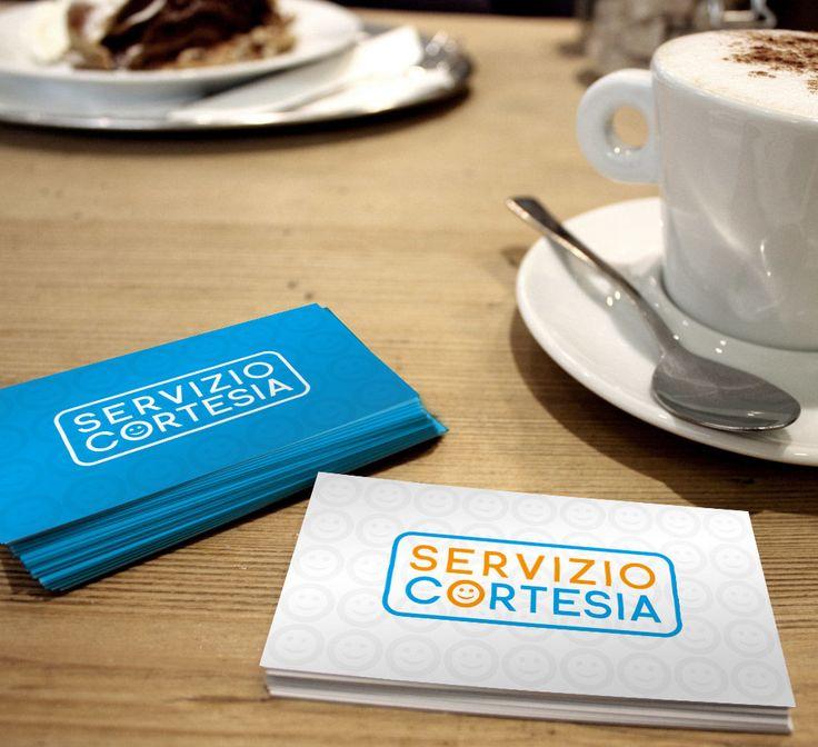 """Servizio Cortesia è un'azienda che fa Servizio di Cortesia, all'interno di supermercati e negozi. Nella progettazione del Logo di  Servizio Cortesia, ho trasformato la """"O"""" di Cortesia in uno """"smile"""" per esprimere a pieno, la funzione del servizio, in modo semplice ed immediato."""