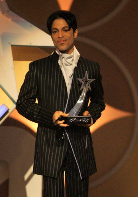 Singer Prince accepts the award for Best Male R&B Artist onstage at the 2006 BET Awards at the Shrine Auditorium on June 27, 2006 in Los Angeles, California.