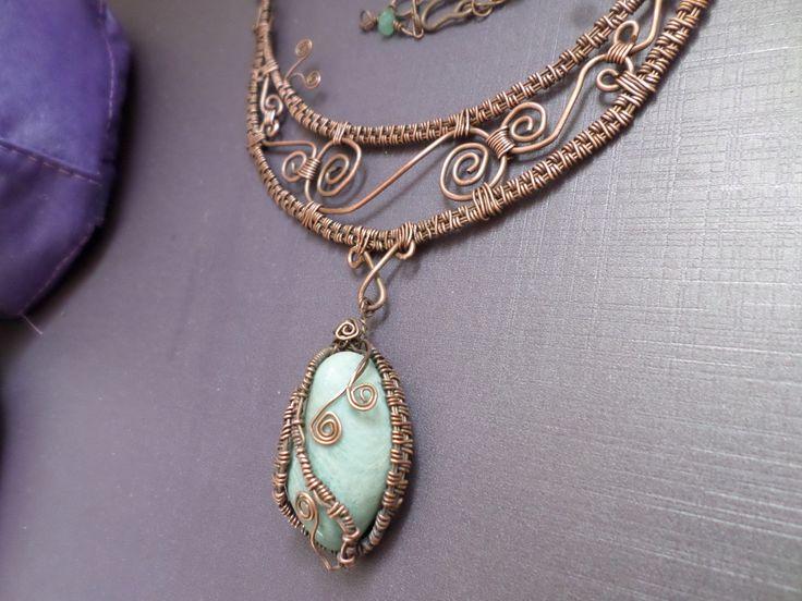 Pingente em rolada de Amazonita em fio de cobre tecido e envelhecido