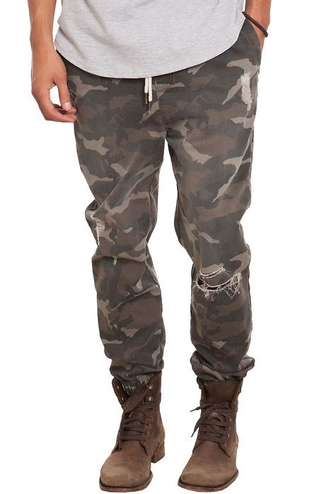 Elwood The Distressed Camo Jogger Pants in Camo
