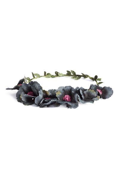 Coroncina capelli con fiori: Coroncina per capelli in filo metallico rivestito di plastica con fiori in tessuto.