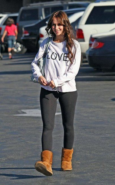 Jennifer Love Hewitt  ♥  UGG Classic Short http://townshoes.com/brands/ugg/