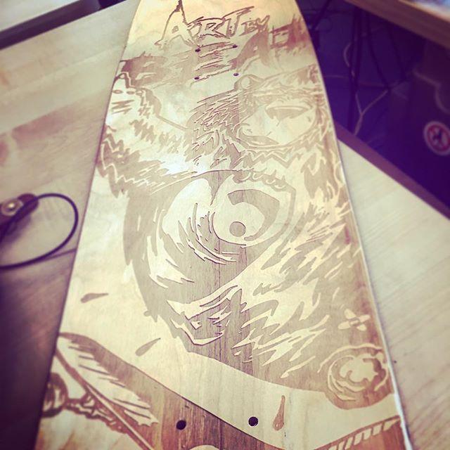 Board Bear gravée, dessous personnalisable... #board #skateboard #woodworking #custo #workmode #style