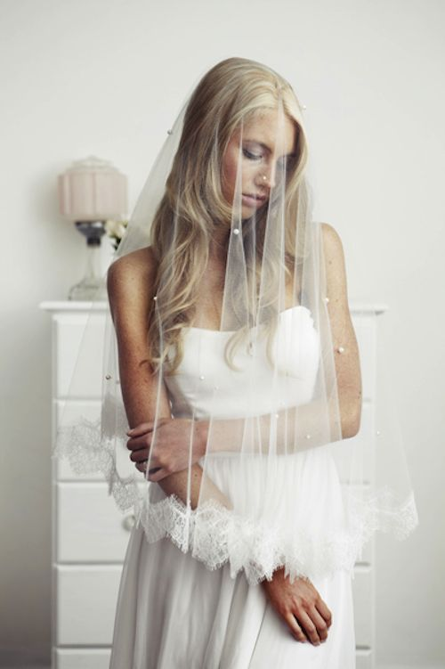 trditional spanish veil | Spanish veil worn over the face is the most traditional look, but is ...