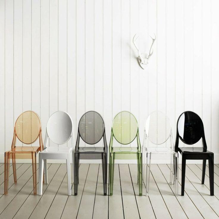 chaises designs transparentes en plexiglass teinté avec dossiers ovales