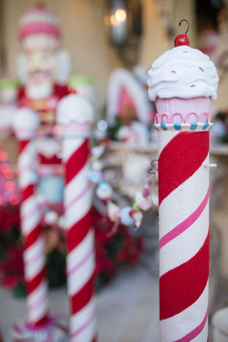 This adorable candy cane pole is perfect