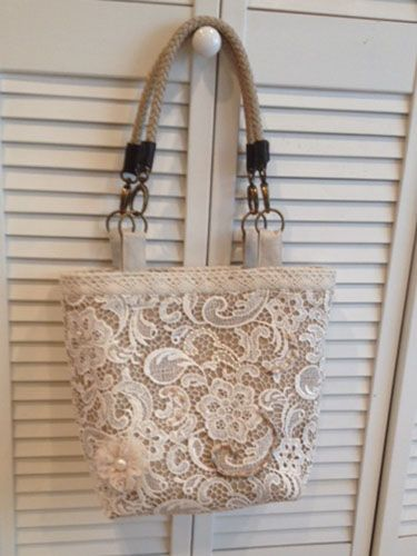 Lace Over Burlap - Beach Bound Tote (click on link given for tutorial and pattern)