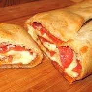 Pepperoni Garbage Bread 1 (13.8-ounce) package refrigerated pizza crust 1 cup shredded mozzarella cheese 1 cup pepperoni slices (about 32 slices) 1 (12-ounce) jar roasted red peppers, drained and lightly patted dry, then cut into thin strips 1 cup fresh spinach optional Garlic powder for sprinkling Cooking spray What is good about this recipe is …