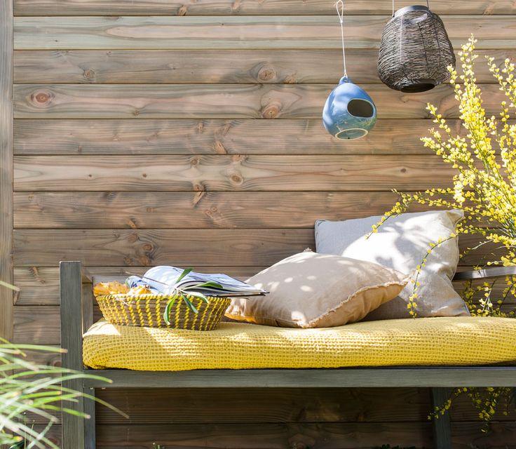 Clin pour bardage douglas vert. #leroymerlin #clin #coussin #terrasse #ideedeco…