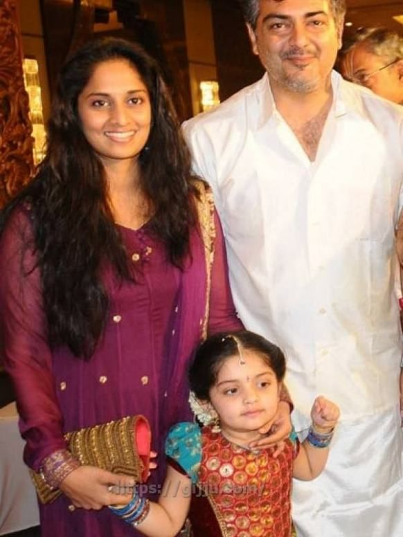Ajith Kumar Family : ajith, kumar, family, Actor, Ajith, Family, Photos, Thala, Kumar, Shalini, Images, Anoushka, Traditional, Photos,, Actors, Images,