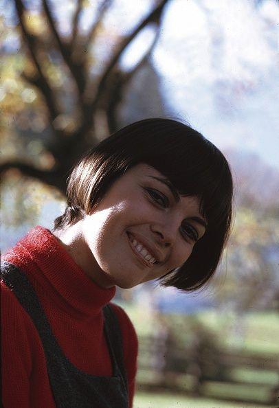 anuary 01, 1969 Mathieu, Mireille - Saengerin, Frankreich
