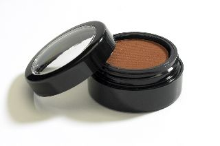 White Apothecary | Sappho Pressed Eyeshadow Pot Colour: Craving Cocoa $25.00 CAD www.whiteapothecary.com #whiteapothecary #mineral #glutenfree #vegan #mineralmakeup #natural #naturalmakeup #makeup #Sappho #eyeshadow