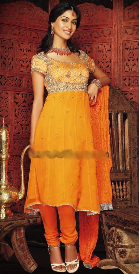 Mehndi Outfit Ideas : Beautiful mehndi dress check out more desings at http