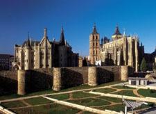 Catedral de Astorga. Es uno de los edificios más representativos de la capital maragata, villa noble, leal y bimilenaria de la provincia leonesa, que es encrucijada de caminos y encuentro de culturas. Corresponde a la diócesis de Astorga, una de las más antiguas de la Península Ibérica.