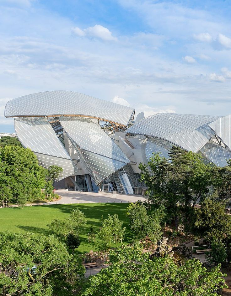 Thinking about wrecked cars. La Fondation Louis Vuitton - after. By Frank Gehry