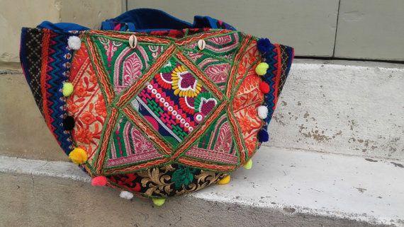 Hippie Bag - Gift moeders dag, borduurwerk tas, Vintage tas, Boho tas, Boheemse tas, Extra grote tas, een schoudertas, Pompoms tas, cadeau voor haar