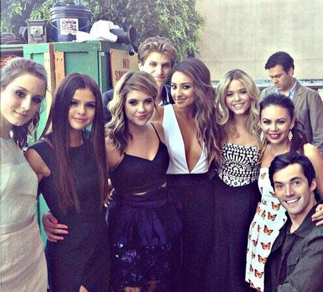 Cast of Pretty little liars :)