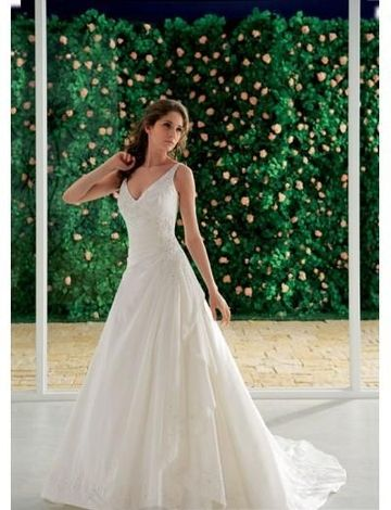 Sexy V-neck with A line Skirt and Chapel Train Best Selling Bridal Dress in Zipper Closuer WD-0116