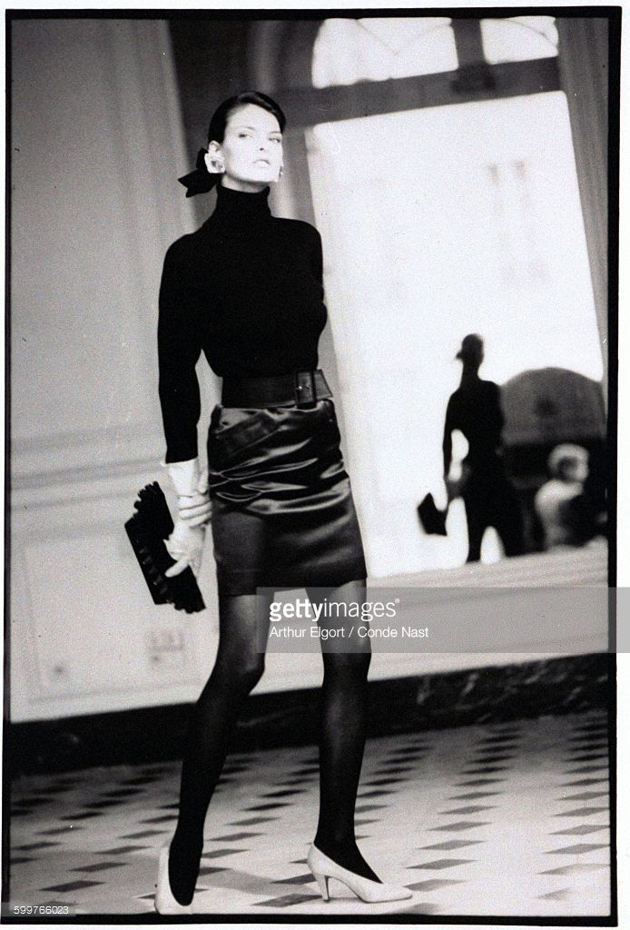 News Photo : Model, Linda Evangelista, wearing a black ribbed...
