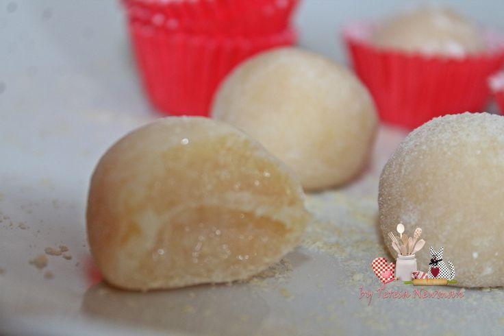 Brigadeiro de Farinha Lactéa - Ingredientes: 01 lata de leite condensado, 04 colheres de (sopa) de farinha láctea, 01 colher (sopa) de manteiga, 01 xícara (chá) de açúcar de confeiteiro para enrolar o brigadeiro
