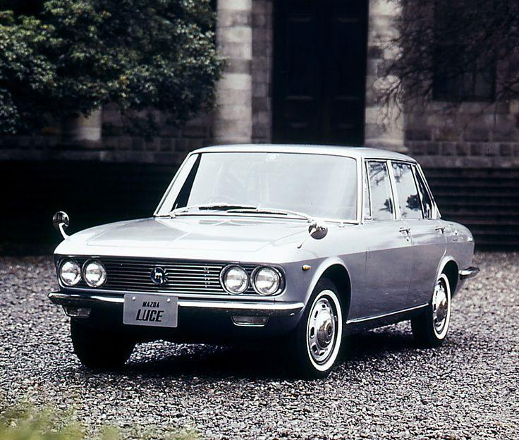 1966年 ルーチェ1500 / LUCE1500  フロント、センター、リアの3 本のピラーが描く形から「A ライン」と称されたスタイルは、イタリア・ベルトーネのオリジナルデザインをもとに、マツダのデザイナーが独自のテイストを加味したもの。モダンで流麗なそのデザインは、当時の日本車の水準を超えるまぶしいばかりの個性を放っていた。