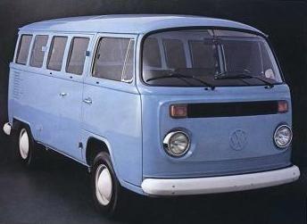 Volkswagen Kombi Type 2 T2 (1976)   Um veículo para todo o tipo de trabalho e com muito espaço. O Transporter Tipo 2 virou Kombi, no Brasil. Um início que contou com um índice de 50% de nacionalização. Muitas mudanças mecânicas para melhorar potência e estabilidade.