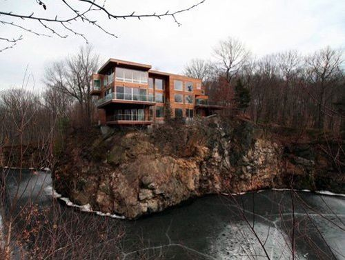 I'd be so scared to live here - I'd be afraid the whole house would fall in the water below!   Bedford House in New York by Lynne Breslin Architects