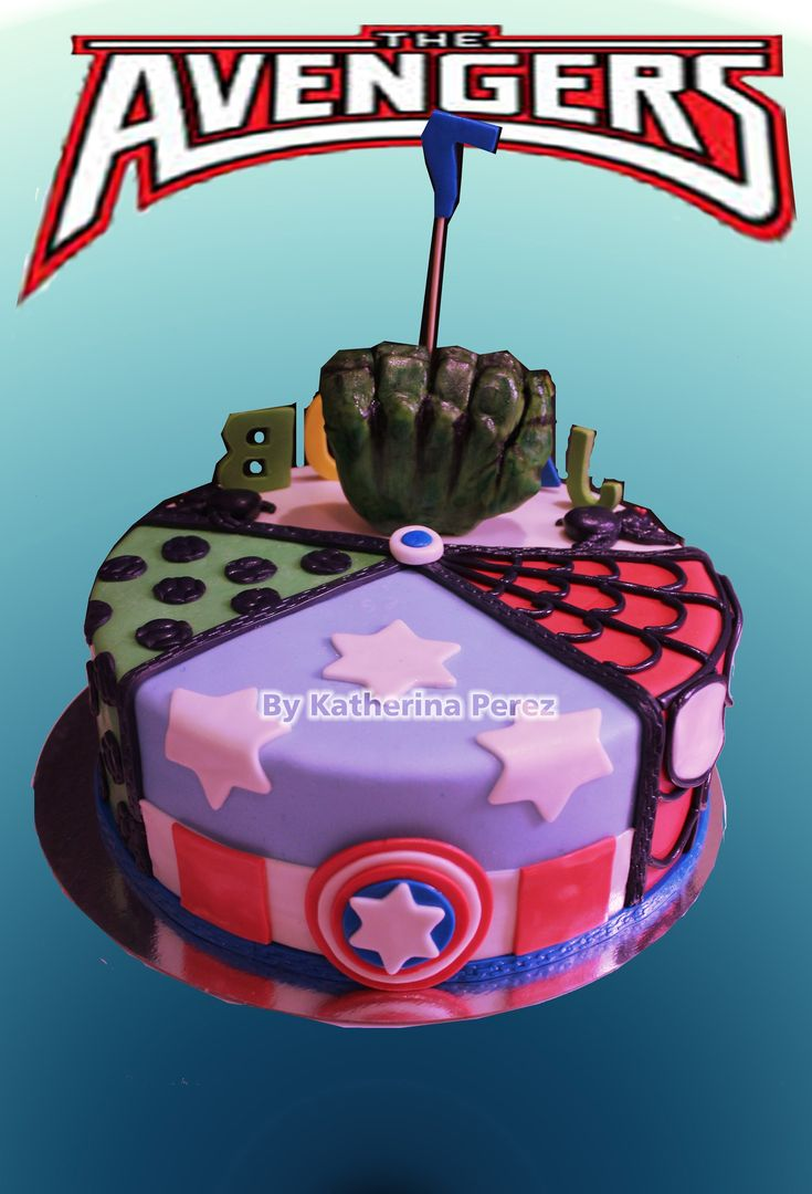 TORTA CON MANO DE HULK / HULK  HAND CAKE