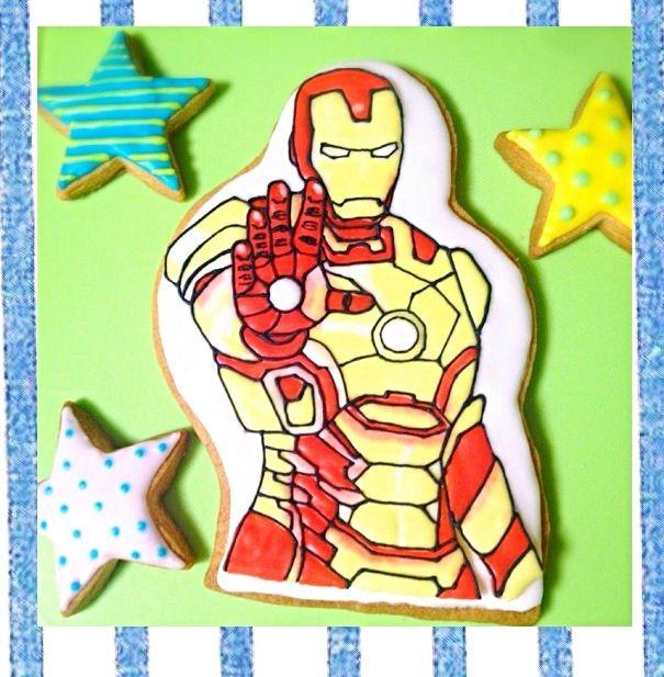 久々にお菓子作り(((o(*゚▽゚*)o))) お友達の旦那様がアイアンマンが好きとのことで、誕生日用に頼まれました! 久々に作ると手際が悪くて難しかった〜 - 20件のもぐもぐ - アイアンマン☆アイシングクッキー by decocake