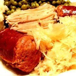 Schweinebraten, polnische Wurst und Sauerkraut im Slow Cooker @ http://de.allrecipes.com