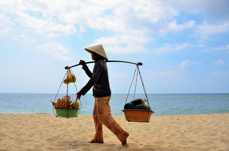 Marchand ambulant la plage de phu quoc ile de r ve situ e l extr me sud - Plage de reve vietnam ...