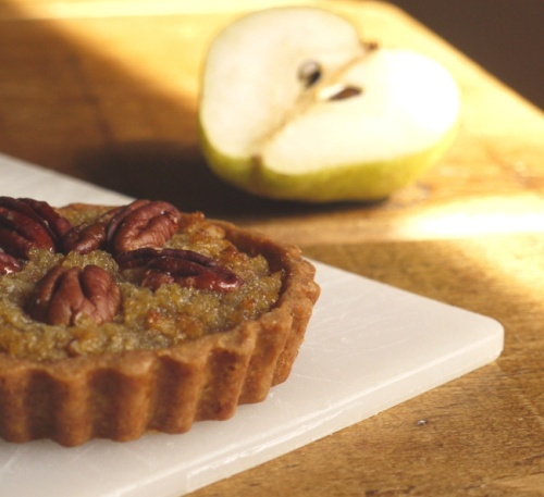 Maple, Pear & Pecan Treacle Tarts / thelittleloaf blog