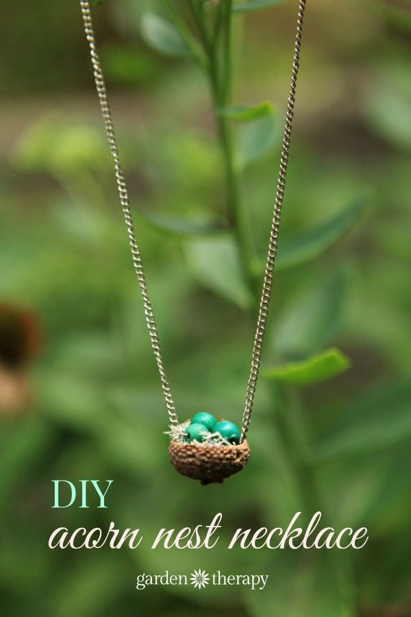 Acorn Nest Pendant Necklace: This sweet acorn necklace is made from an acorn found in the fall. Little acorn caps provide so many opportunities for nature-inspired craft projects, and this one is no exception. A tiny nest that you can wear around your neck is something that brings the fall and nature along with you. @garden_therapy provides you step by step instructions to make it yourself!