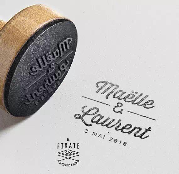 Tampon de Mariage - tampon au design élégant et raffiné pour personnaliser votre faire-part de Mariage - Tampon en bois personnalisé - La Pirate