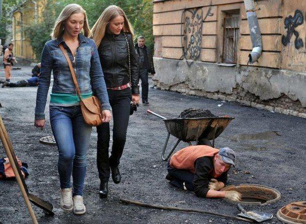 Photographer - Alexander Petrosyan - Russia - Vladimir Putin's 2nd job; manhole security ...