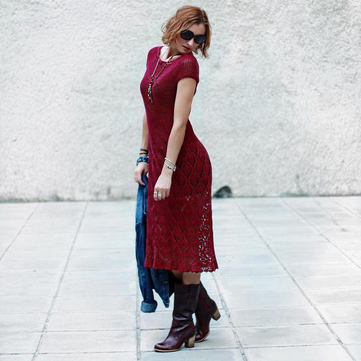 И ещё такое фото 🍷Когда платье было уже связано и куплен подклад, горловину решила немного переделать. Для этого связала по краю ещё пару рядов сбн, тем самым немного её уменьшив. #ptasha_crochet #winedress_by_ptasha