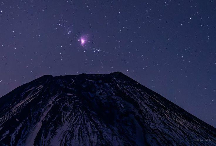 宵の富士に昇る 1、オリオン大星雲と小さな流星 2、色とりどりのオリオンの星々 (先週撮影) 今日もお疲れさまでした。明日もおだやかな1日になりますように。