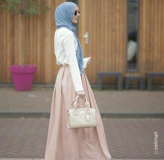 Eslimah wearing Aere