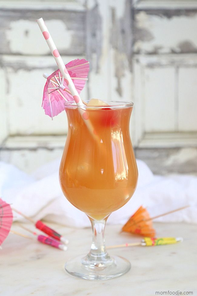 The Bay Breeze Is An Easy Drink To Make This Classic Cocktail Is Comprised Of Vodka Pineap Easy Drinks To Make Cocktail Recipes Easy Classic Cocktail Recipes