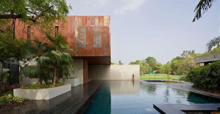 Galeria de Casa DIYA / SPASM Design Architects - 4