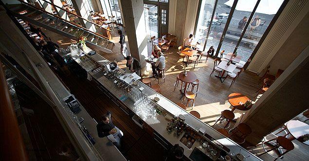 Die Brasserie OskarMaria im Erdgeschoss des Literaturhauses (Salvatorplatz 1)