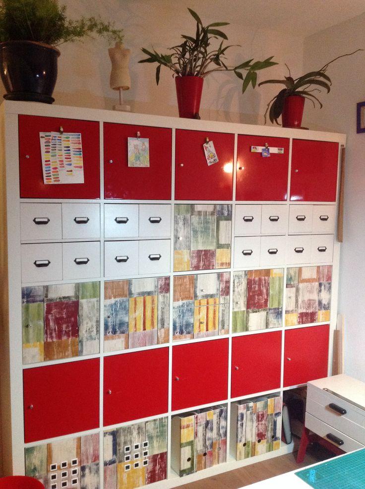 Mijn Ikea kast maar dan net even ansers! Lades zelf gemaakt en deurtjes en tijdschrift houder beplakt. Leuk toch?