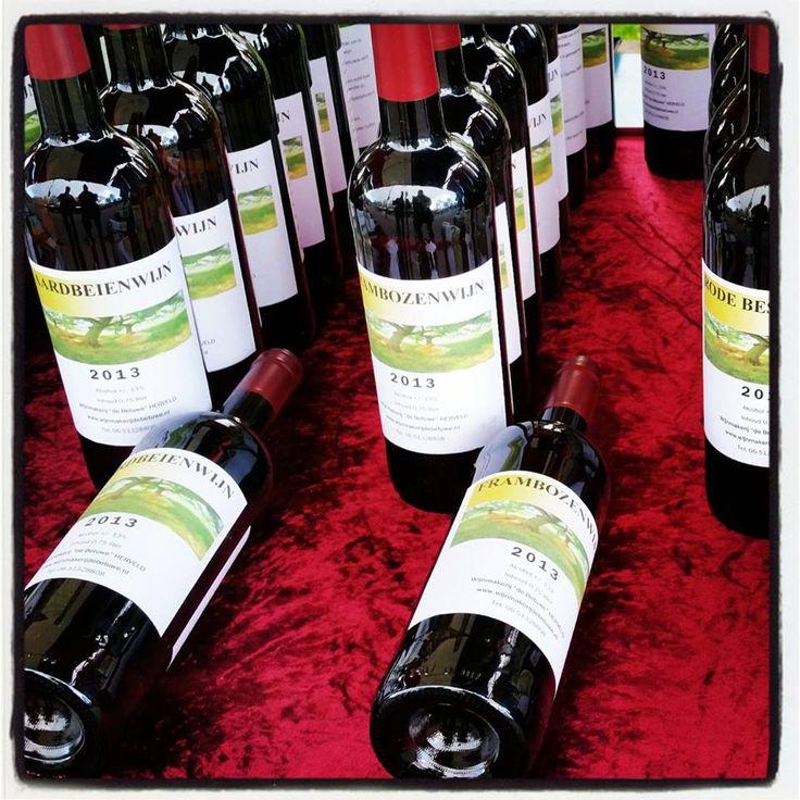 Om een misverstand over onze fruitwijnen uit de wereld te helpen: al onze fruitwijnen bevatten alcohol. Het alcoholpercentage verschilt per soort wijn.