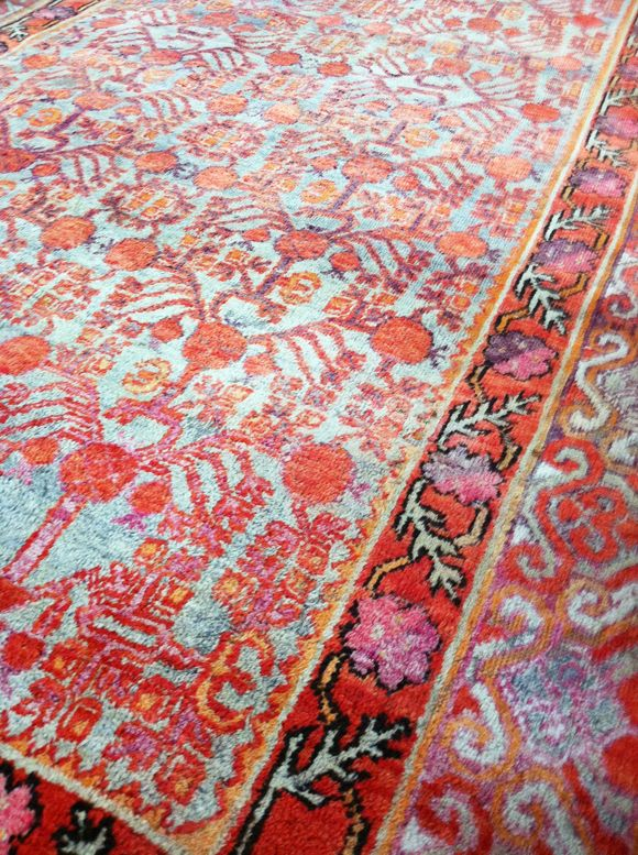 Love these colors for a rug!