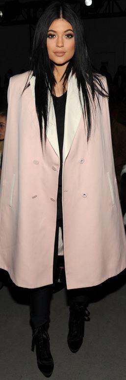 Kylie Jenner, pink coat