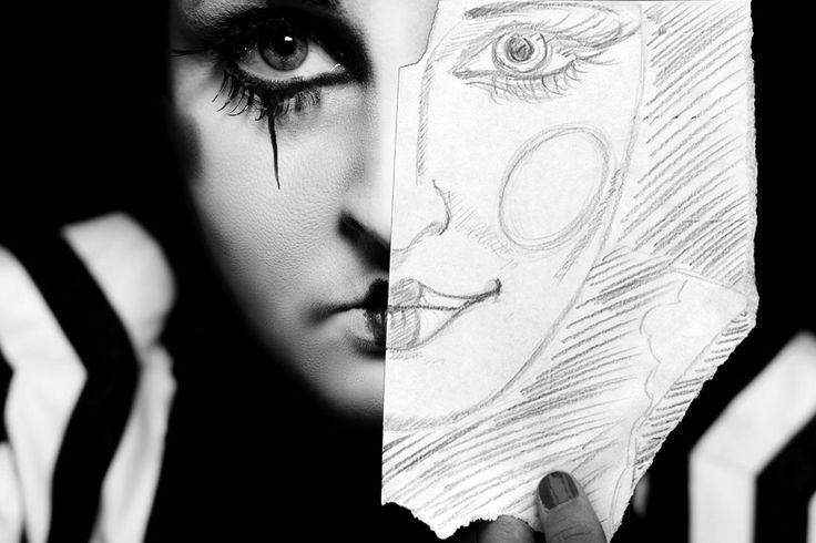 Black and white Pierette photo with illustration